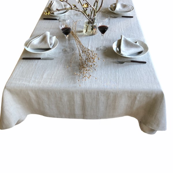Bord med en flot naturfarvet Hørdug og naturfarvede servietter fra ecoinvent